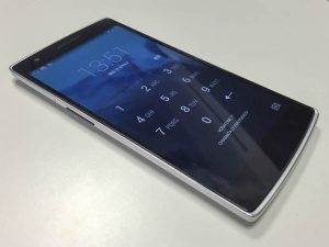 Oneplus One - frontale acceso